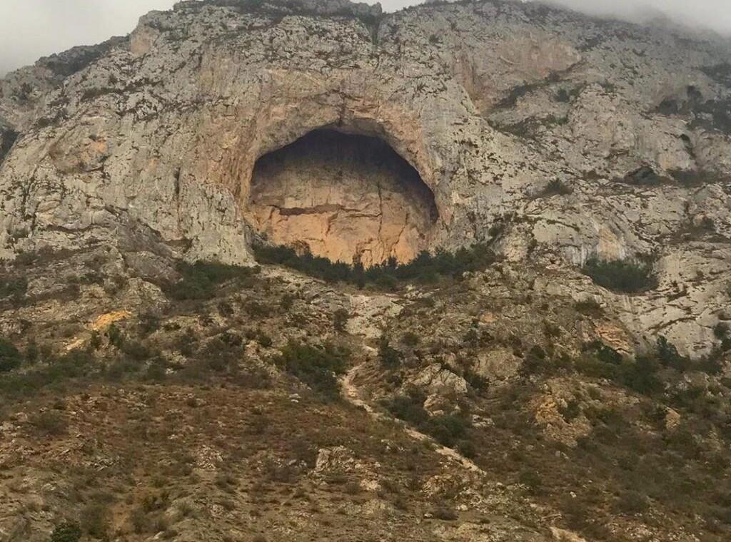 غار دژ اسپبهد خورشید اسپهبد خورشید سوادکوه غار مازندران داستان اسپهبد خورشید سوادکوه (۱)