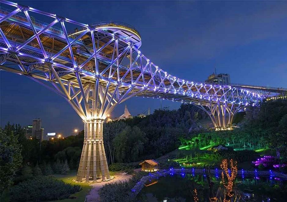 پل طبیعت کجاست- پل طبیعت تهران-عکس پل طبیعت-سازنده پل طبیعت-پل طبیعت با مترو-پل طبیعت در شب